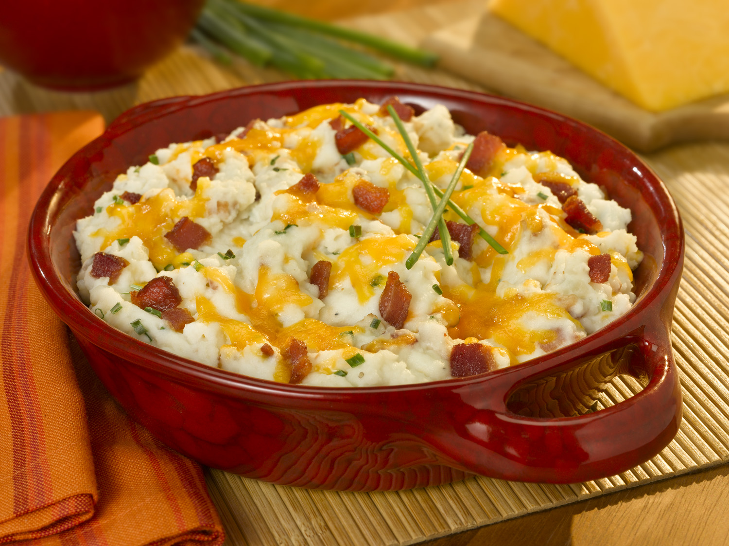 bacon, cheddar & garlic loaded mashed potatoes! These mashed potatoes ...